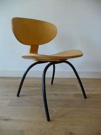 plywood stoelen geïnspireerd op Eames LCW