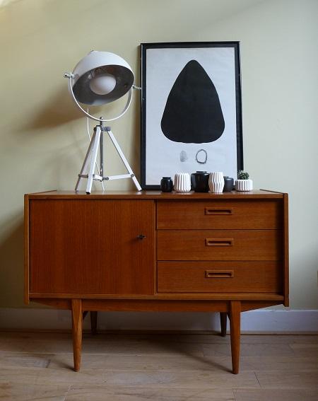 Van oude dingenteakhouten dressoir jaren 39 60 for Jaren 60 meubelen
