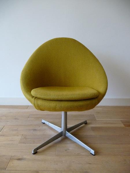 little egg chair van Pastoe 1