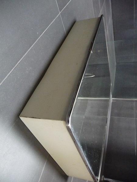 badkamerspiegel en -kastje uit jaren 60 3