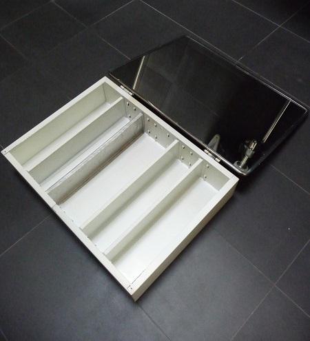 badkamerspiegel en -kastje uit jaren 60 6