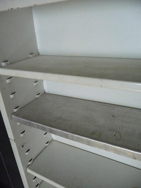 badkamerspiegel en -kastje uit jaren 60 7
