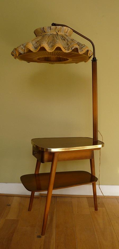 staande lamp met tafelltje jaren 50 1