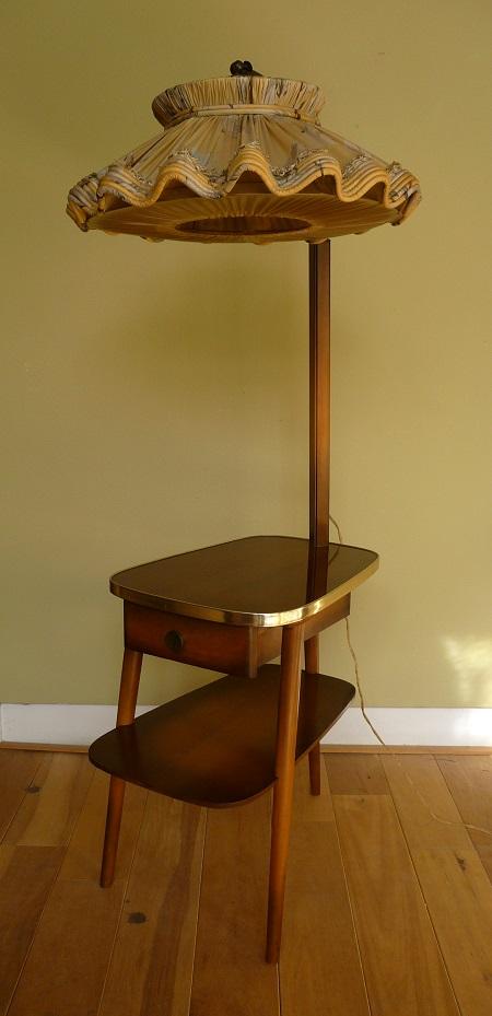 staande lamp met tafelltje jaren 50 2