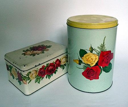 blikken-met-rozenmotief-jaren-50-1