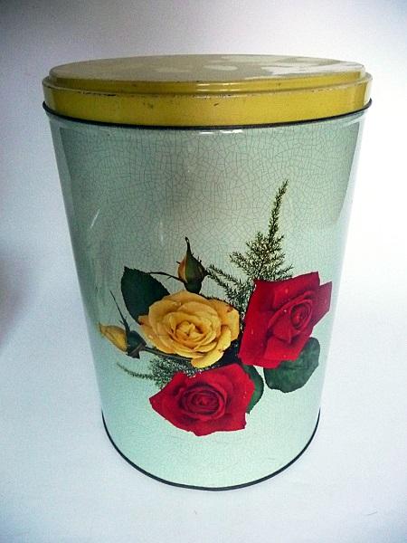 blikken-met-rozenmotief-jaren-50-2