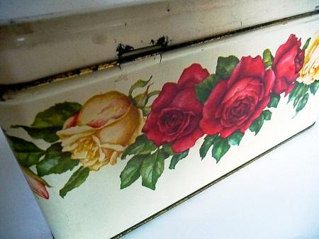 blikken-met-rozenmotief-jaren-50-4