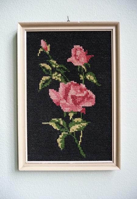 vintage-lijst-met-geborduurde-rozen-1