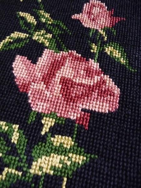 vintage-lijst-met-geborduurde-rozen-2