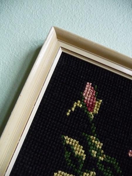 vintage-lijst-met-geborduurde-rozen-3